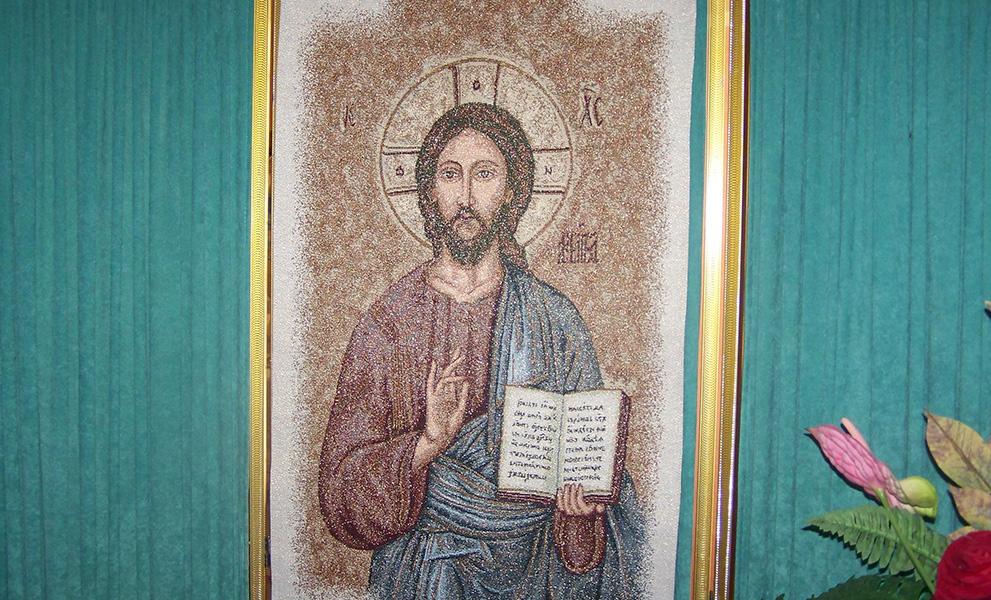 camera ardente pannello Cristo reggibara lampada tappeto portafiori