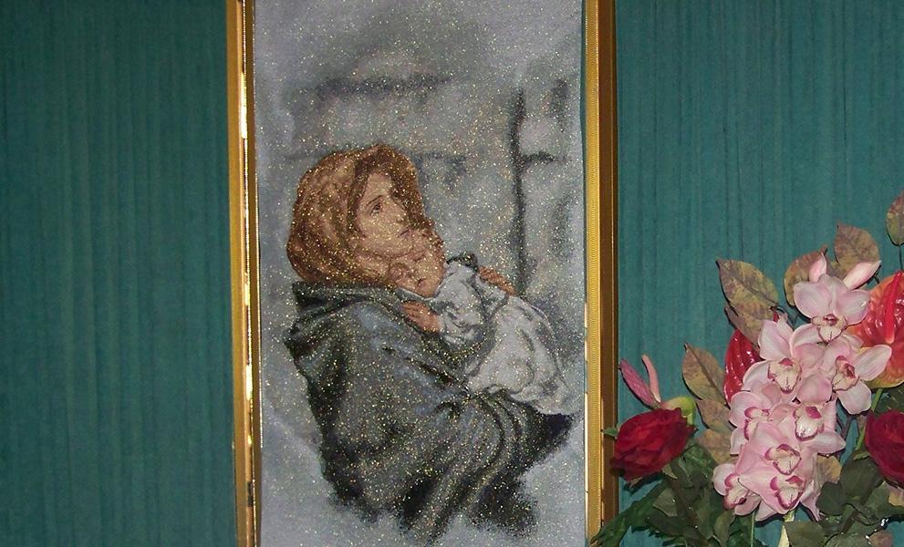 camera ardente pannello Madonna Gesù bambino reggibara lampada tappeto portafiori