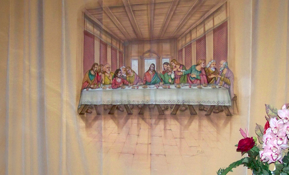 camera ardente Gesù Apostoli Ultima Cena reggibara lampada tappeto portafiori